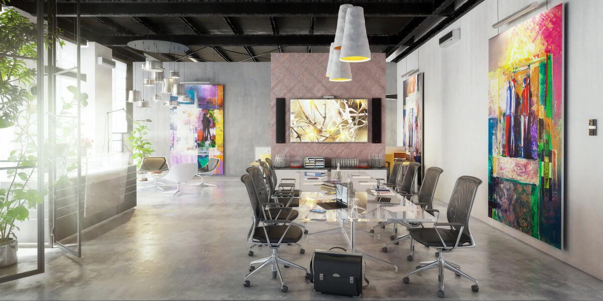 Eine Webdesign-Agentur in München ist oft in einem modernen, großzügigen Büro untergebracht.